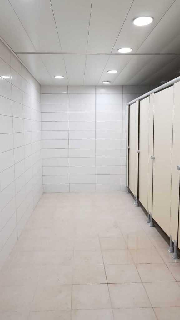 מקלחות ושירותים יבילים